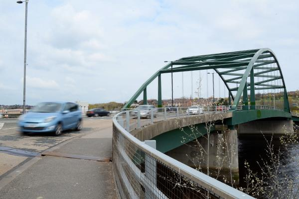 Eastbound traffic on Scotswood Bridge