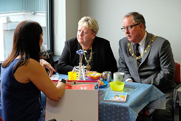 Mayor visits Gateshead foodbank