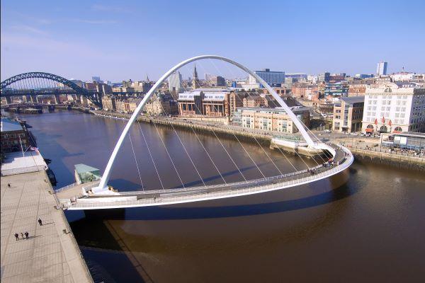 Gateshead Millennium Bridge without bollards