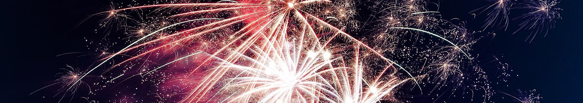 Image of multiple fireworks exploding
